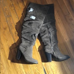 SHOEDAZZLE SIZE 7 over the knee heeled boots